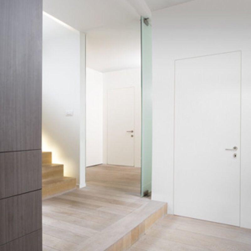 deur in gang met trap