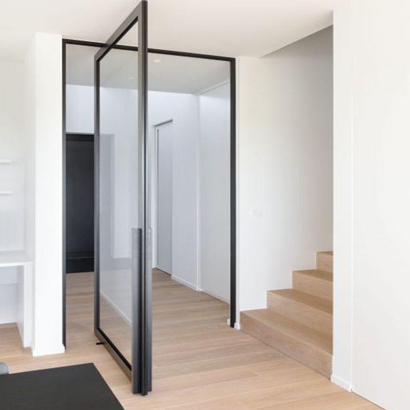 taatsdeur naast trap